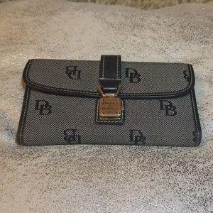 Dooney & Bourke logo wallet